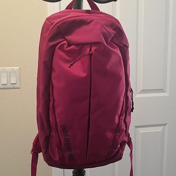 e93f533bb7d Patagonia Atom Pack 18L backpack Crafts Pink. M_5c4e439a3c9844c77141dfad